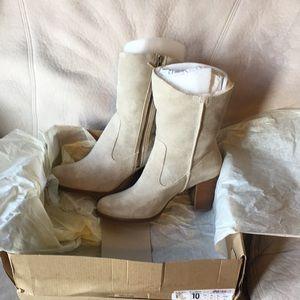 NIB UGG Heeled Zipper Boots (LYNDA) sz 10